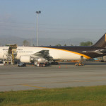 UPS misses 2Q target, lowers outlook