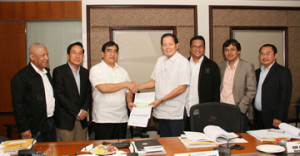 Public Works Undersecretary Romeo S. Momo (third from left) receives from PPA Board chairman Julianito G. Bucayan a check for P20 million to help finance the rehabilitation of Haiyan-ravaged areas. Witnessing the event are PPA general manager Juan C. Sta. Ana (second from left), Marina deputy administrator for planning Atty. Nicasio Conti (third from right) and other board members.