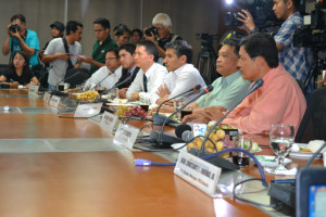 At the stakeholders' press conference last Tuesday were (R to L): Philippine Exporters Confederation trustee for Food Sector Roberto Amores, Confederation of Truckers Association of the Philippines director Alberto Suansing, International Container Terminal Services, Inc. Head for Asian Region and Manila International Container Terminal general manager Christian Gonzalez, Asian Terminals Inc. vice president for Commercial and Marketing Sean Perez, and executives from the Development Bank of the Philippines. Photo by Trish Yap.