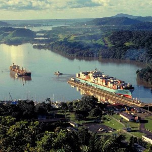 Maersk_Line_in_the_Panama_Canal