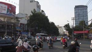 Crossing_a_Ho_Chi_Minh_City_Street_(12110595184)